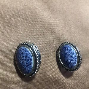 Jewelry - Clip on blue ratings
